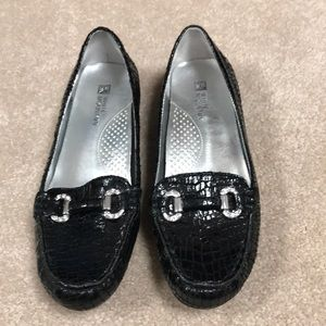 Whit Mountain Black Leather upper Flats